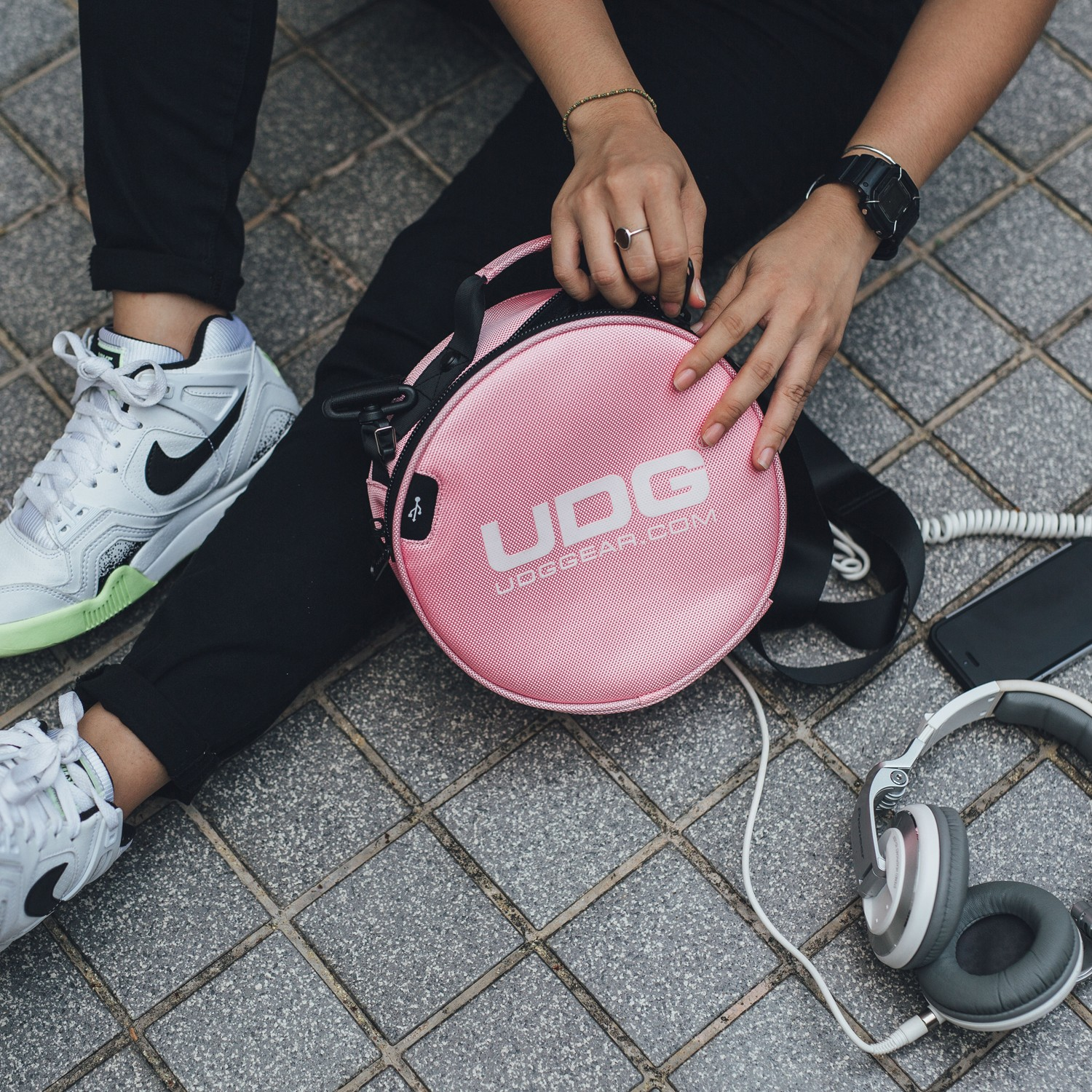 BOLSA UDG ULTIMATE DIGI HEADPHONE BAG ROSA
