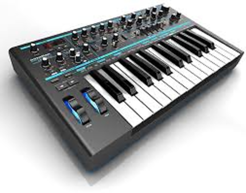 SINTETIZADOR NOVATION BASS STATION II